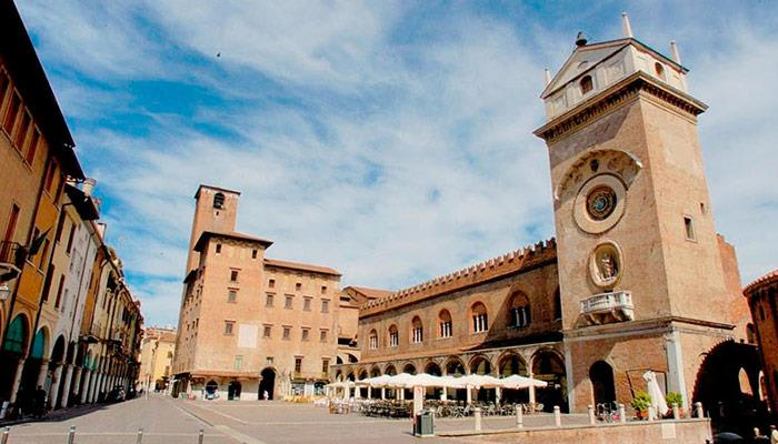 <strong>Piazza Erbe Mantova</strong><br /><br />Dinner in the Square- Giovedì 17 settembre